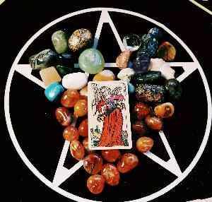 Camilla: Tarocchi e pendolo per il tuo oroscopo.