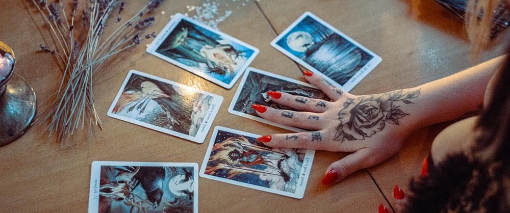 Un consiglio dai Tarocchi con l'astrologia in linea